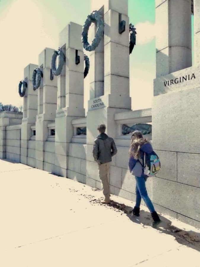 Students+exploring+the+WW2+Memorial+in+Washington%2C+D.C.
